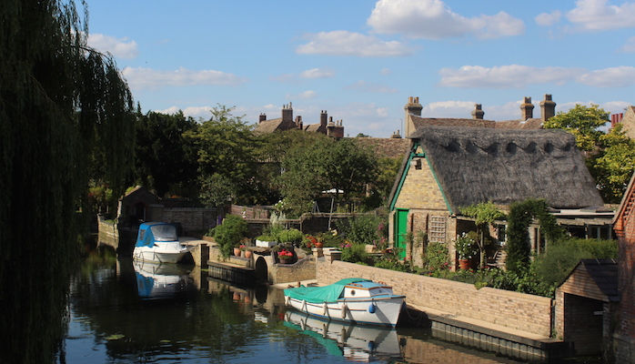 Beauty River Ouse in Godmanchester with boats at mooring